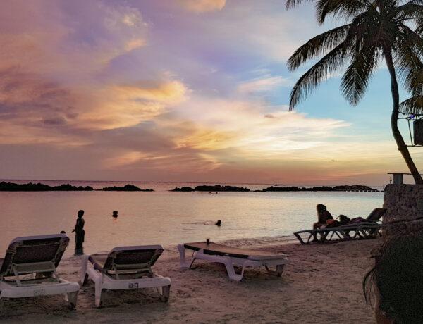 Zonsondergang op Mambo Beach, de mooiste bezienswaardigheden van Curaçao YourTravelReporter.nl