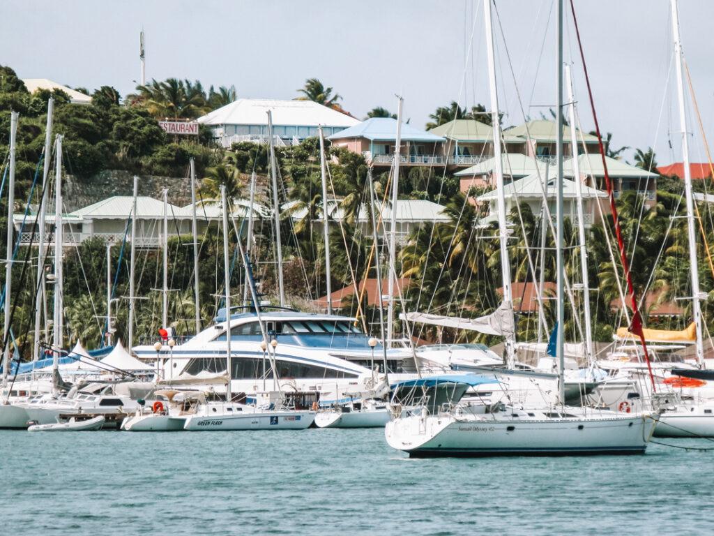 Jachthaven en bootjes in Sint Maarten