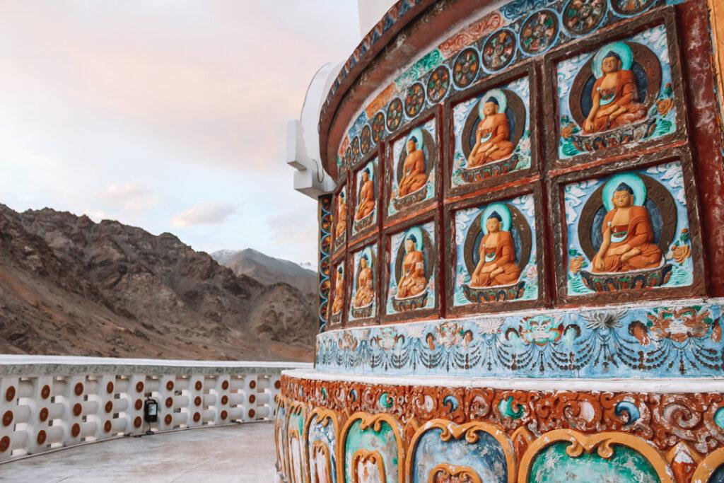 detail van de Shanti Stoepa in Leh Ladakh India