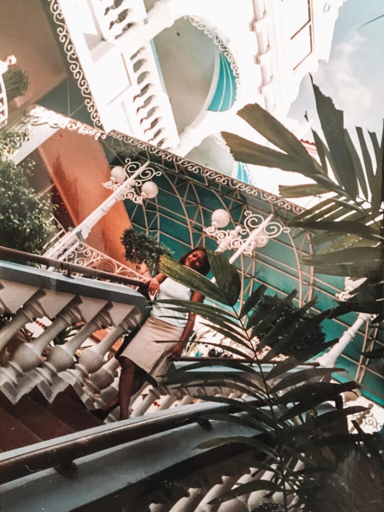 Trap in de Rennaissance Mall in Aruba