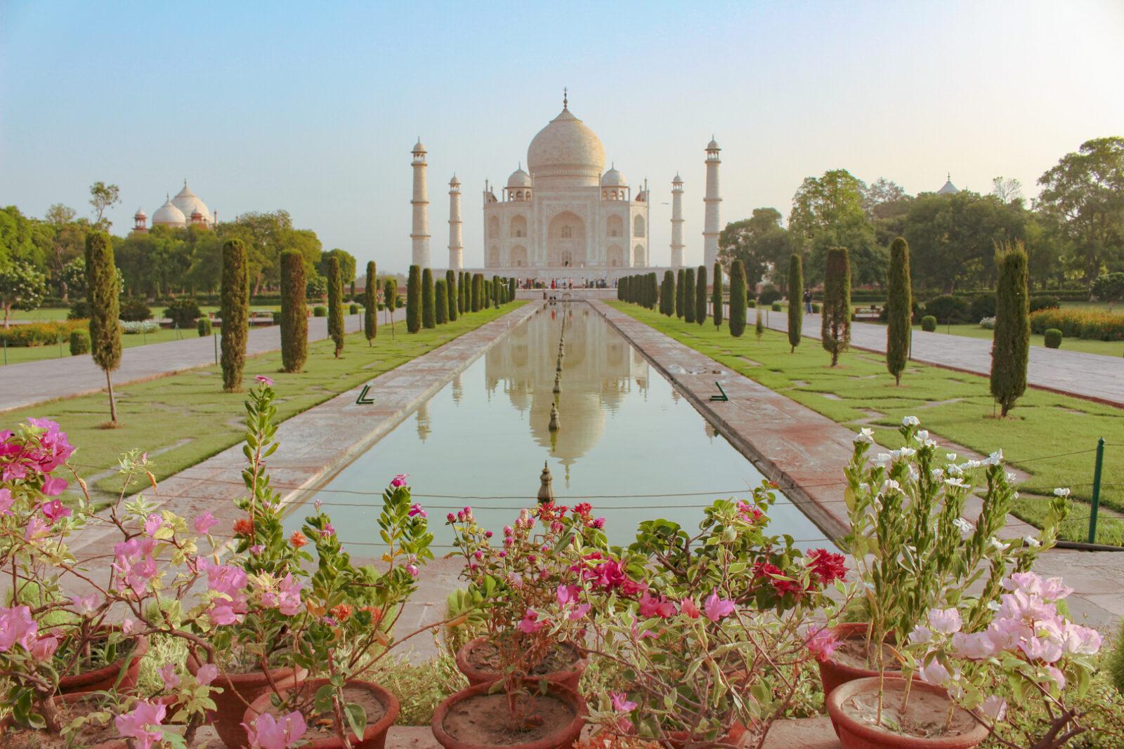 Vooraanzicht vanaf de tuinen van de Taj Mahal, De-Taj-Mahal-uitgelicht-www.YourTravelReporter.nl-