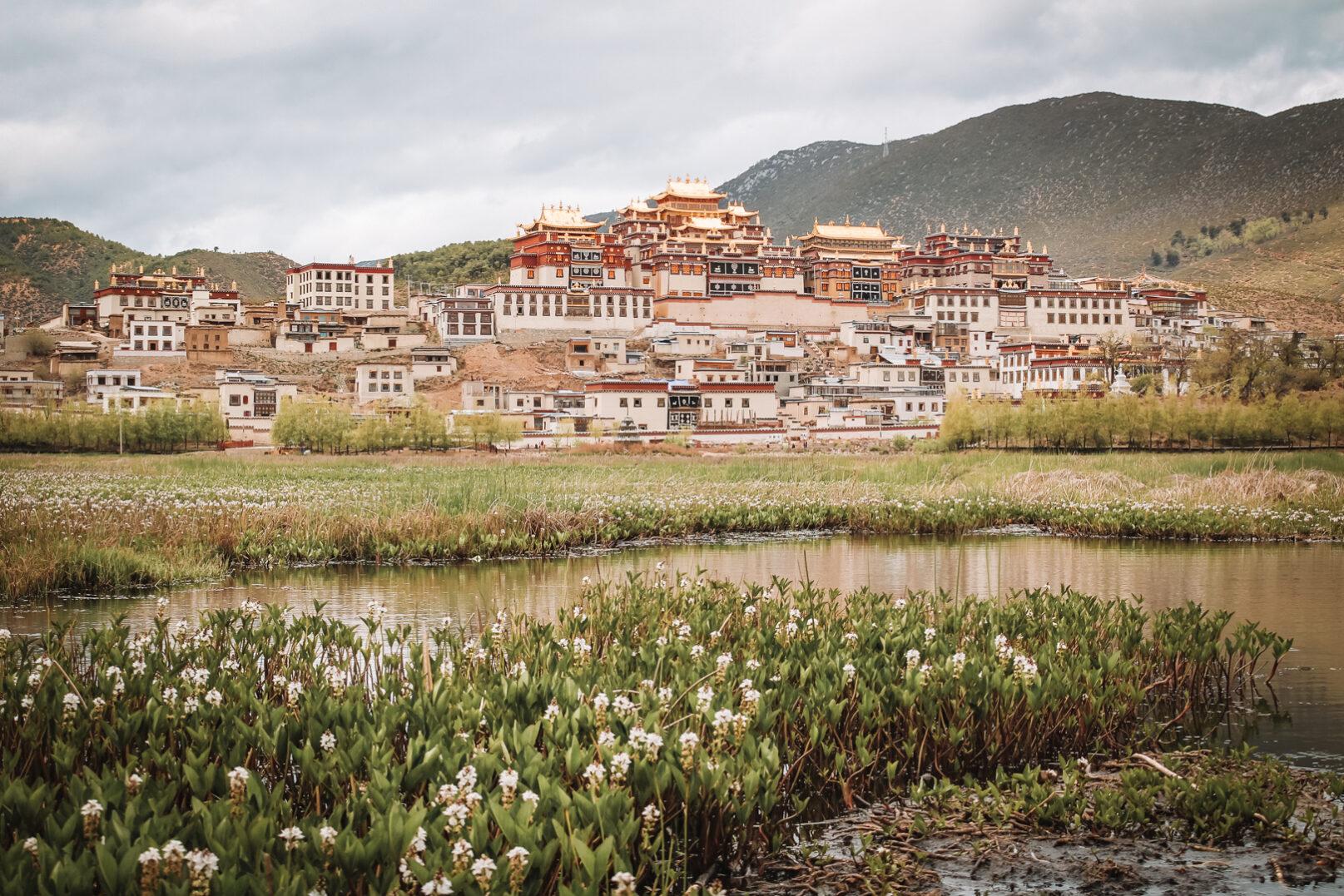 Het indrukwekkende Ganden Sumtseling (Songzanlin) klooster in Shangri-La. YourTravelReporter.nl