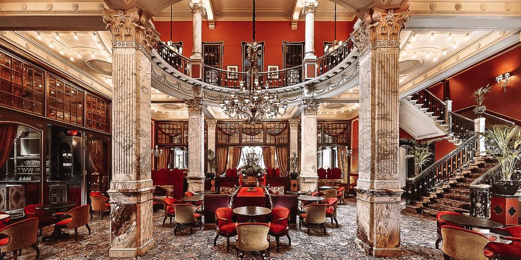 De ultrachique lounge van Hotel-Des-Indes-Den-Haag-YourTravelReporter.nl