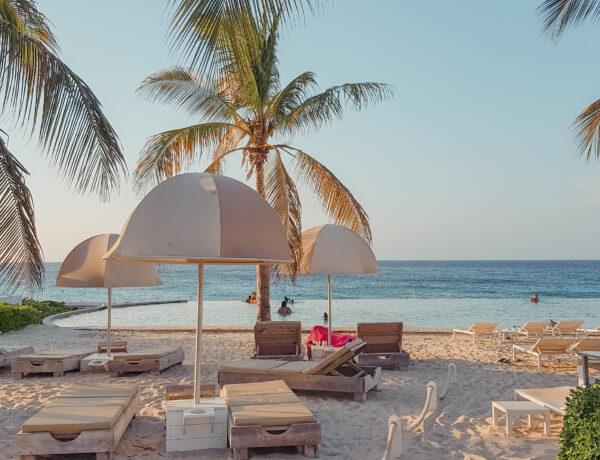 Het adembenemende en exclusieve Infinity pool bij Papagayo-Beach-Hotel-het-mooiste-hotel-op-Curacao-met-infinity-pool-YourTravelReporter.nl